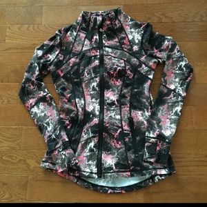 Lululemon Athletica define jacket in pink graffiti